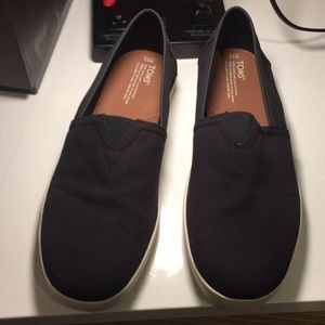 Tom's Avalon Black Canvas 13M